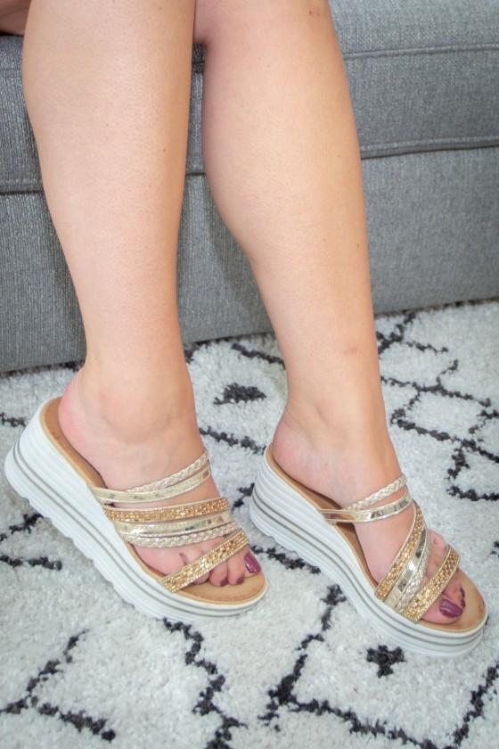 Sandales Dorées A Talon Compensées